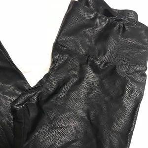 NWT Onzie Snakeskin Black Yoga Leggings M/L